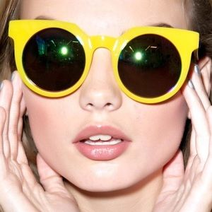 QUAY scratched yellow Frankie sunnies💕